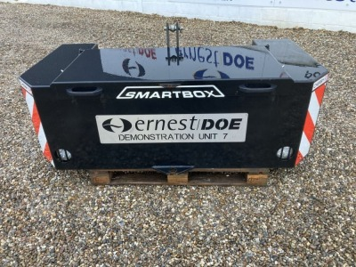 2018 CHERRY CBS STANDARD SMARTBOX EX DEMONSTRATION C/W 1000KG WEIGHT STONE CHIPS, LIGHT SURFACE RUST, DECALS SCUFFED- (SERIAL NO Q3710) (11163320)