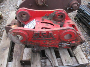 QSA HYDRAULIC QUICK HITCH 65MM PIN DIAMETER - SPARES OR REPAIRS ONLY (NO RESERVE)