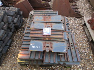 450MM STEEL TRACK PADS TO FIT 8 TONNE